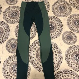 Lululemon pants size 6 teal and green